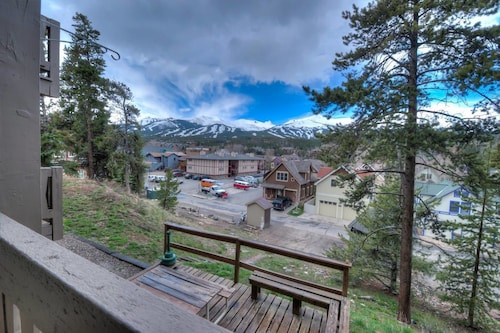 Charming Val D'isere Hideout in Historic District, Summit