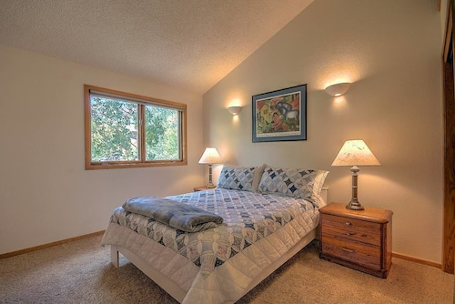 Wildernest Escape - Sunlit Townhome With Spa!, Summit