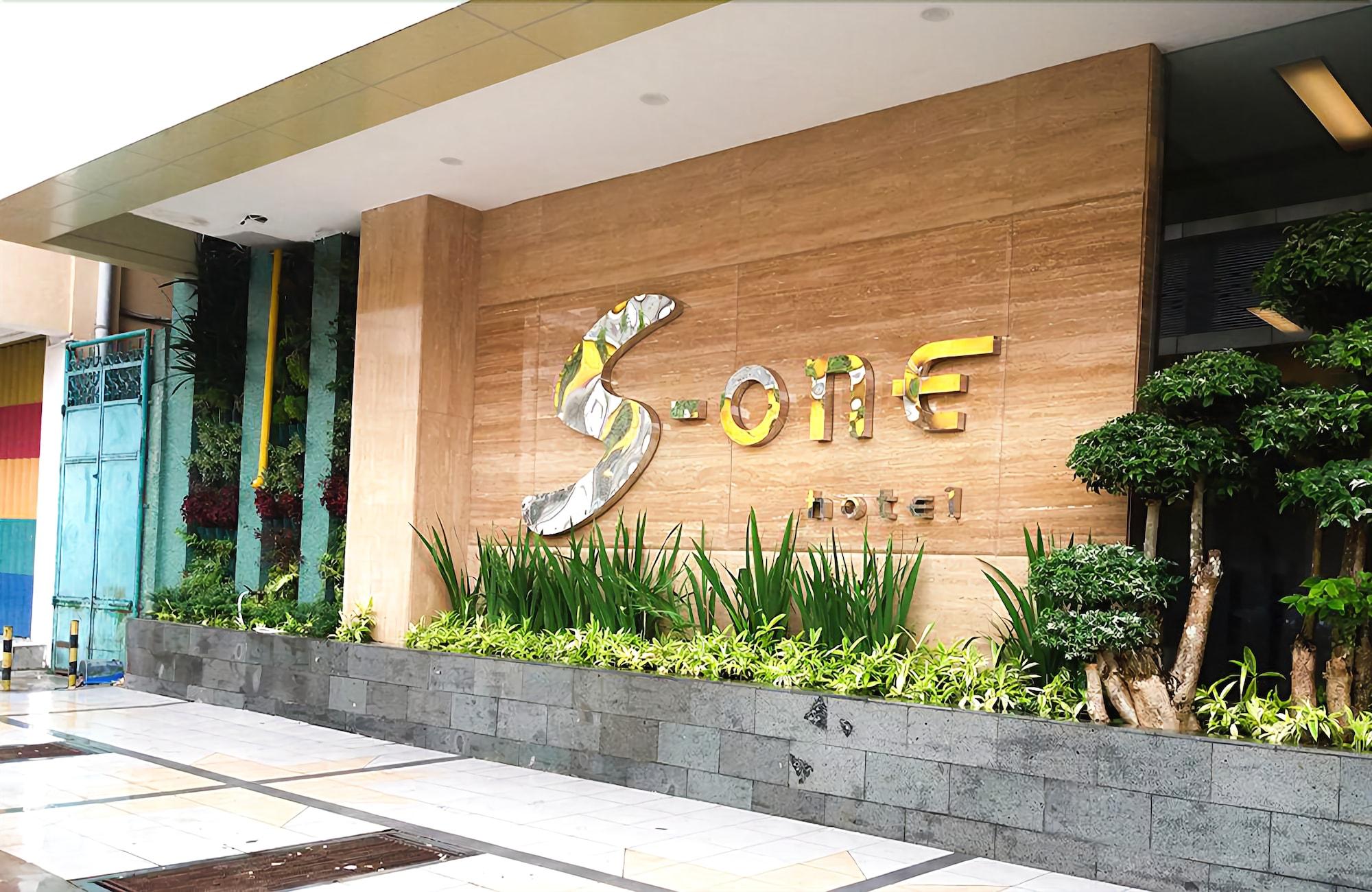 Ayola Sentosa Palembang (f.k.a. S-One Hotel Palembang), Palembang