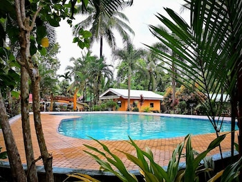 CLEMENTE'S GARDEN & RESORT Outdoor Pool