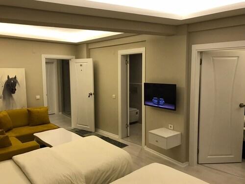 Batusay Park Otel, Merkez