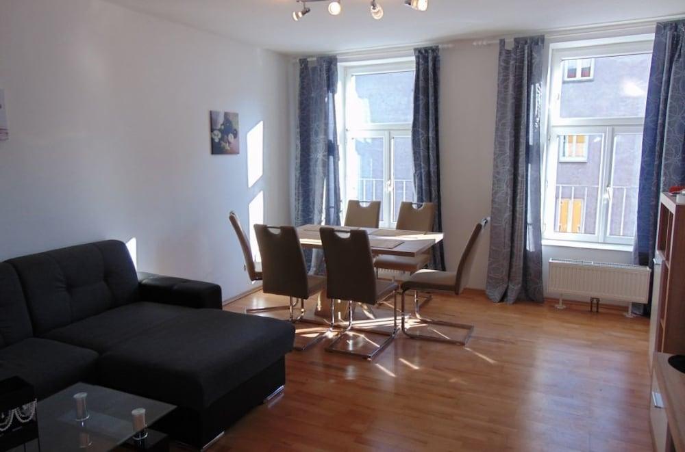 Era Apartments Angeligasse