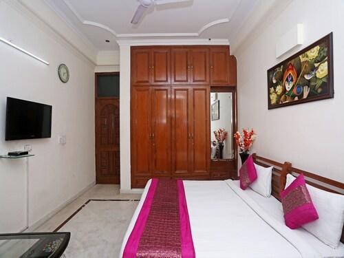 OYO 279 Silver Inn, Gautam Buddha Nagar