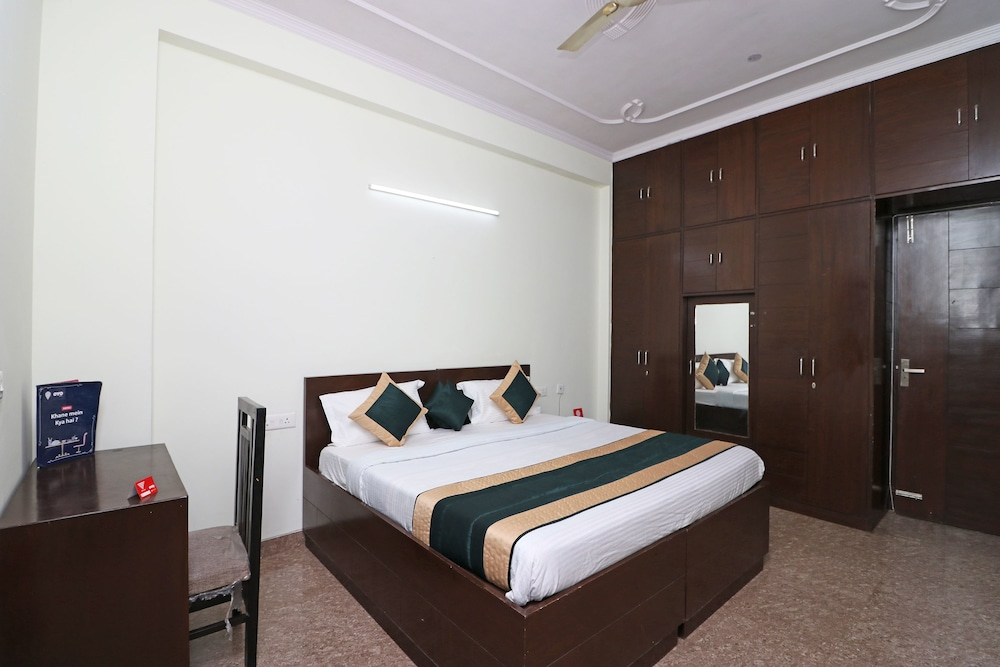 OYO 10172 Dhruv Residency