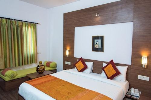 OYO 10323 Hotel Gorbandh, Udaipur