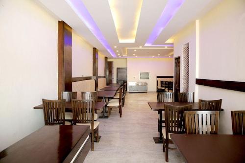 OYO 5691 Hotel Eurasia, Sahibzada Ajit Singh Nagar