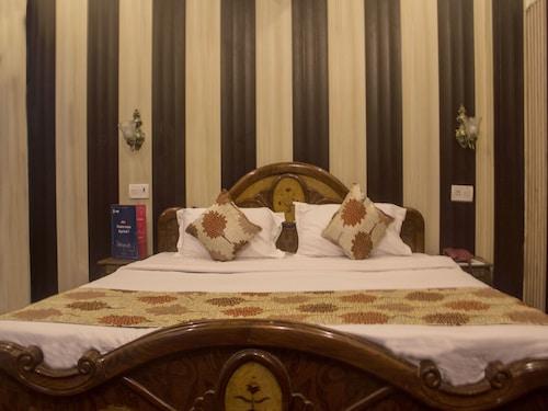 OYO 6370 Hotel Golden Woods, Amritsar