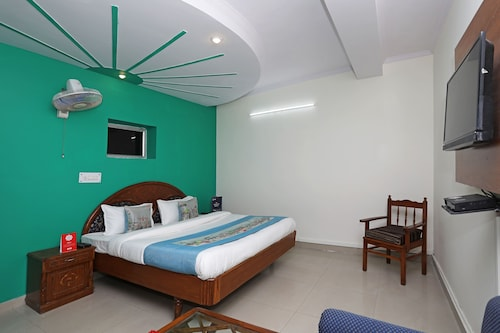 OYO 11063 Hotel Suncity, Faridabad