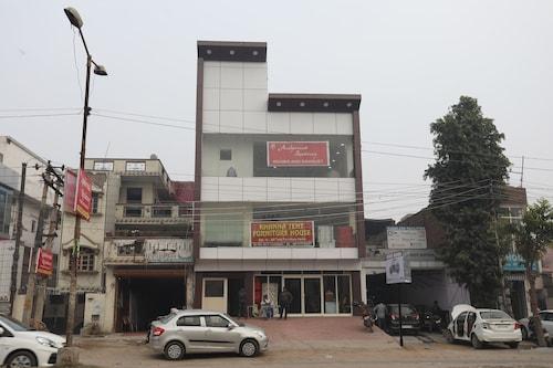 OYO 10916 Aashirwad Residency, Faridabad