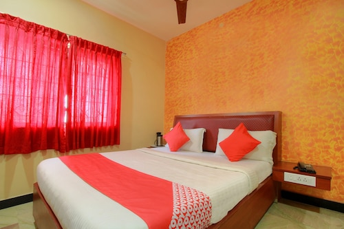 OYO 11585 Hotel Shreenithi, Madurai