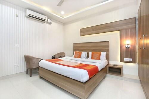 OYO 10940 Hotel Waves, Sahibzada Ajit Singh Nagar