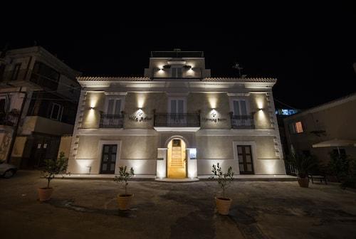 . Villa Adua