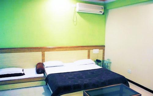 Hotel Ompark, Ahmadnagar