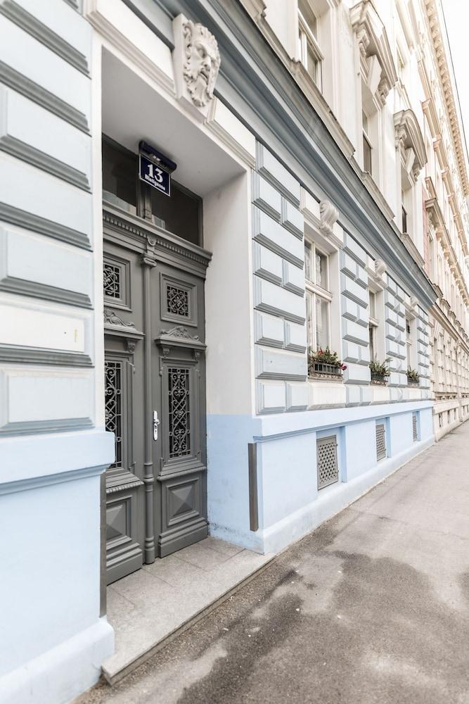 Blauhouse Apartments