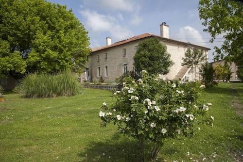 . Château Pierre de Montignac