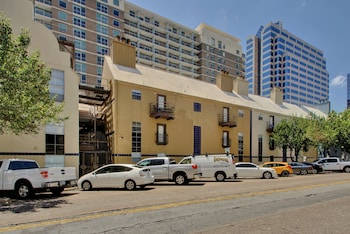 8 Bedroom Downtown AustinStays photo