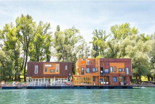Promocje ArkaBarka Floating Hostel and Apartments