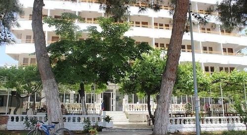 . Tuana Hotel
