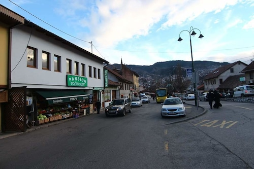 Pansion Focin Han, Sarajevo