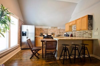 Awesome Renovated Home Downtown Sleeps 6! photo