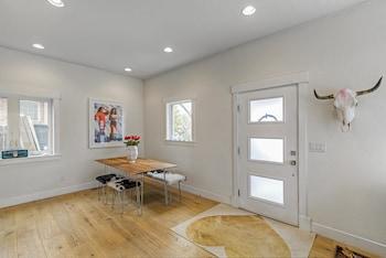 Modern Highlands Home Multiple Decks! Great Views!