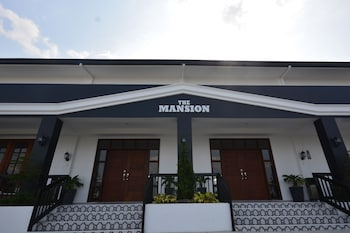 THE MANSION Porch