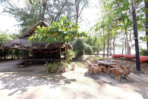 Fisherman's Huts, Sikao