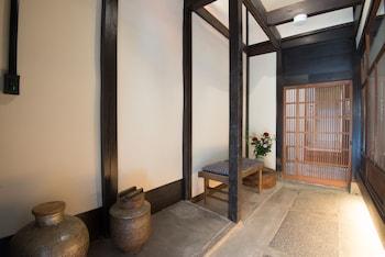 GEN-BISHAMON- Interior Entrance