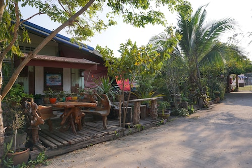 BN Organic Farm Resort, Thap Than