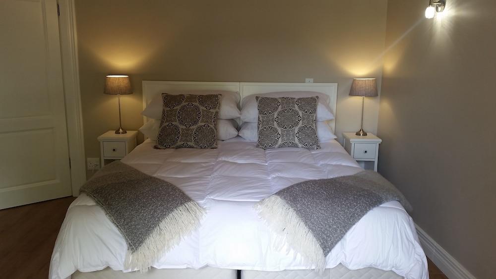 https://i.travelapi.com/hotels/23000000/22950000/22949500/22949429/1610ff86_z.jpg