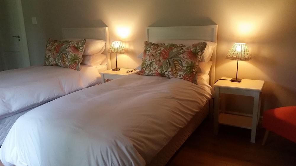 https://i.travelapi.com/hotels/23000000/22950000/22949500/22949429/2ecd35dd_z.jpg