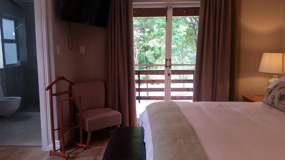 https://i.travelapi.com/hotels/23000000/22950000/22949500/22949429/7c32b4e3_z.jpg