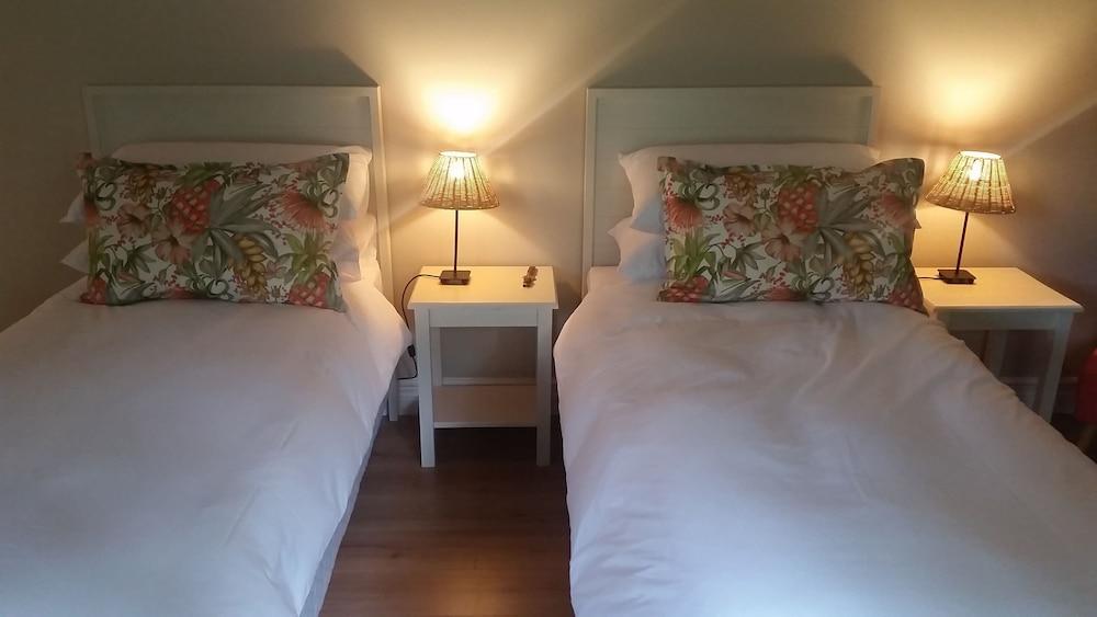 https://i.travelapi.com/hotels/23000000/22950000/22949500/22949429/cdc4a71f_z.jpg
