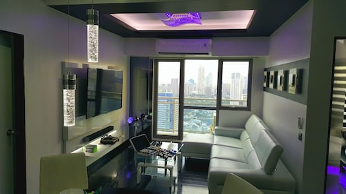 Lower Penthouse Unit in Acqua Residences, Mandaluyong