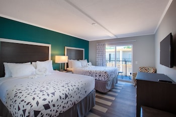 Guestroom at Hawthorn Suites by Wyndham Kissimmee Gateway in Kissimmee