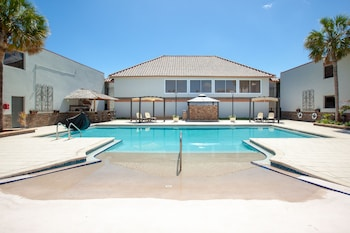 Pool at Hawthorn Suites by Wyndham Kissimmee Gateway in Kissimmee