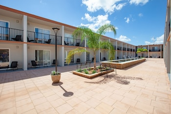 Courtyard View at Hawthorn Suites by Wyndham Kissimmee Gateway in Kissimmee