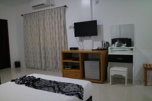 K Resort Ngwe Saung Beach, Bassein