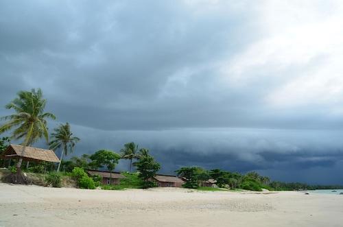 Thazin Beach Hotel, Bassein
