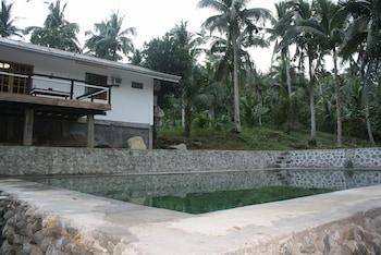MARGARETT FARM VACATION HOUSE Outdoor Pool