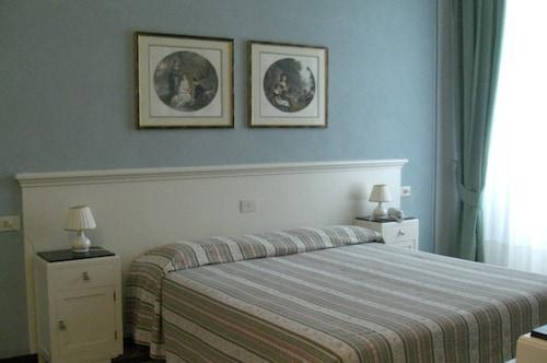 __{offers.Best_flights}__ Hotel Alpino