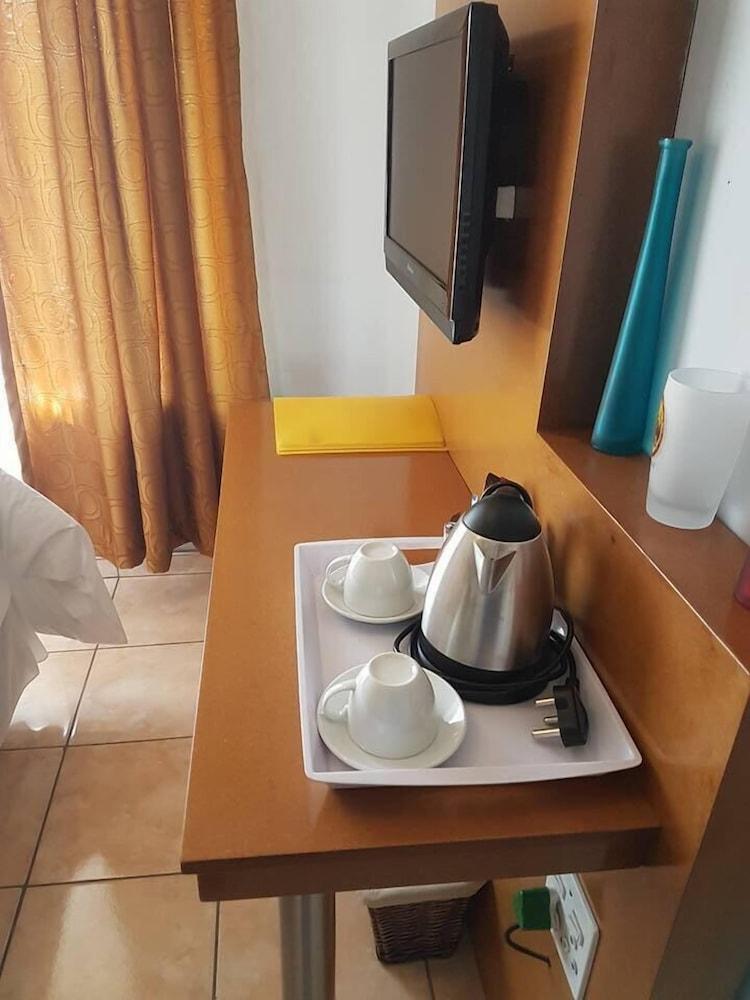 https://i.travelapi.com/hotels/23000000/23000000/22995500/22995483/f0656f70_z.jpg