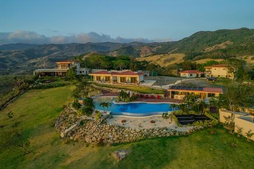 . Vida Mountain Resort & Spa - Adults Only