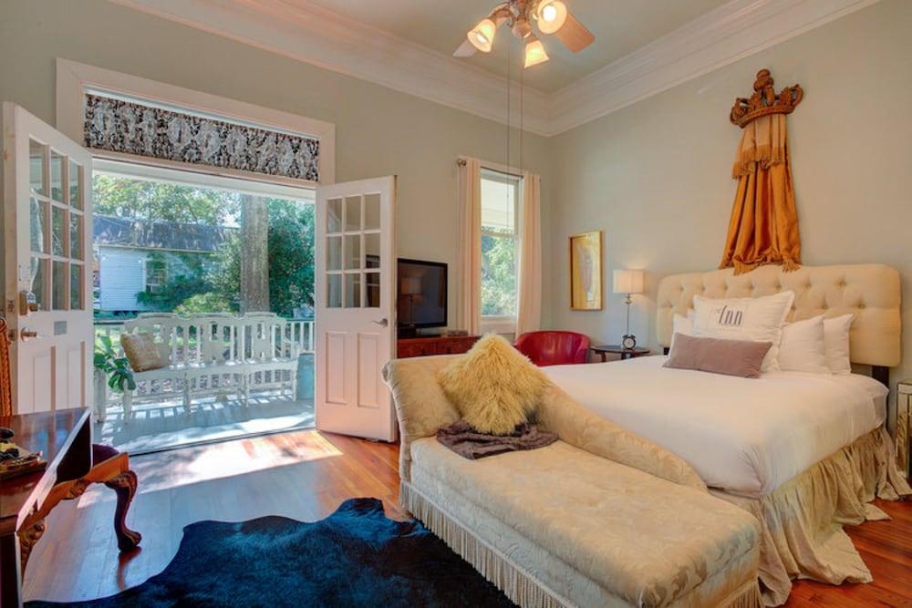 Room, Private Bathroom (Queen Suite)
