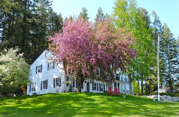 . Huckleberry Hill Bed and Breakfast