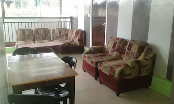 BUENA LYNNE'S RESORT ANNEX Terrace/Patio