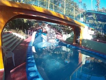 BUENA LYNNE'S RESORT ANNEX Water Park