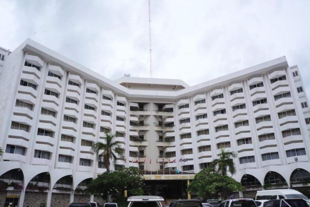ペットカセム グランド ホテル