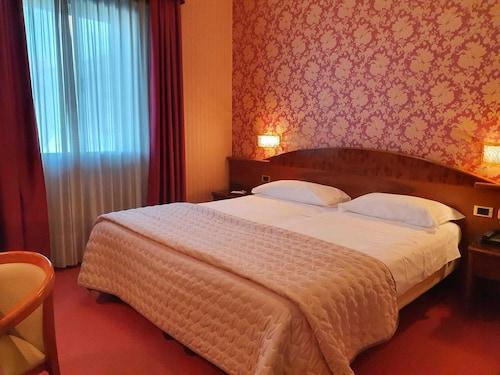 . Hotel Poppi