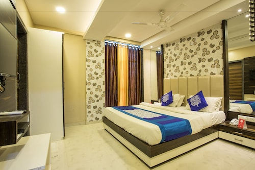 OYO 5253 Hotel Orange Lily, Indore